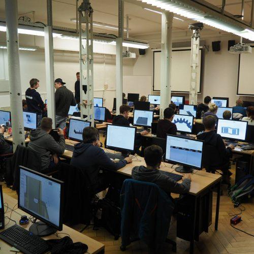 Die Konstrukteure im CAD Pool der UNI beim Konstruieren des RT12