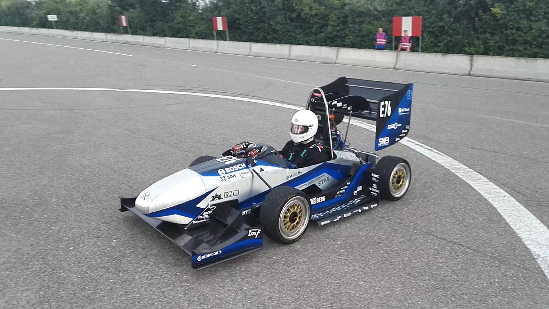 Der RT12 startet zum ersten Mal seine Motoren